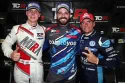 Podio: il vincitore di gara 2 Stefano Comini, Comtoyou Racing, il secondo classificato Gianni Morbidelli, West Coast Racing, il terzo classificato Josh Files, M1RA