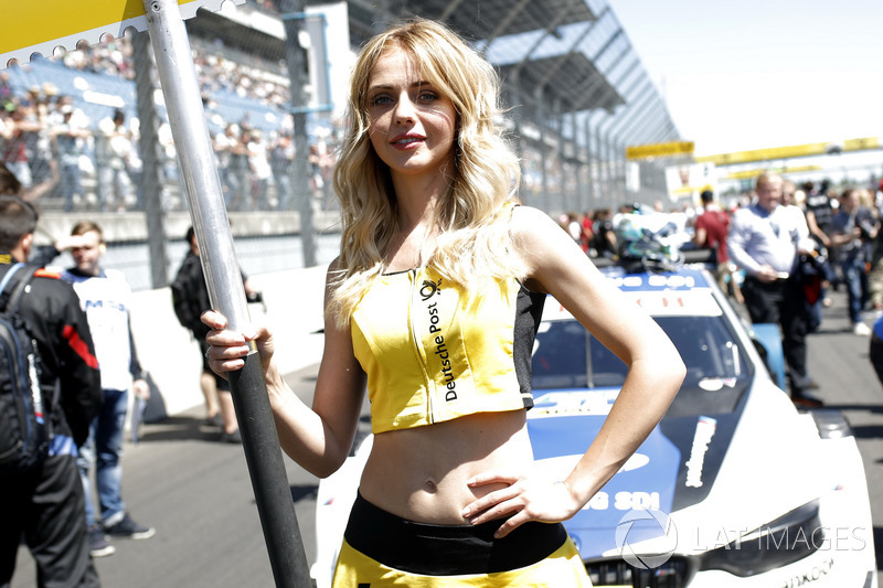 La grid girl di Philipp Eng, BMW Team RBM