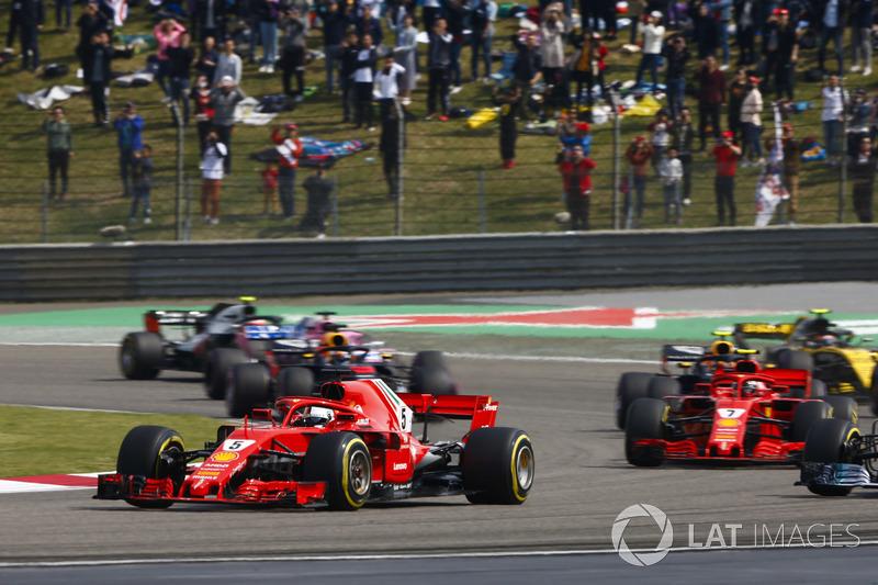 Sebastian Vettel, Ferrari SF71H, Valtteri Bottas, Mercedes AMG F1 W09, Kimi Raikkonen, Ferrari SF71H, Max Verstappen, Red Bull Racing RB14 Tag Heuer, et le reste du peloton