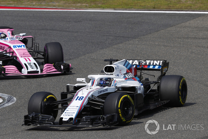 Lance Stroll, Williams FW41 Mercedes, devant Sergio Perez, Force India VJM11 Mercedes