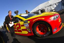 Joey Logano, Team Penske, Ford Fusion Shell Pennzoil and Todd Gordon