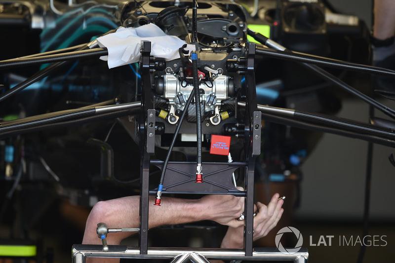 Mercedes-AMG F1 W09 EQ Power+ első felfüggesztés