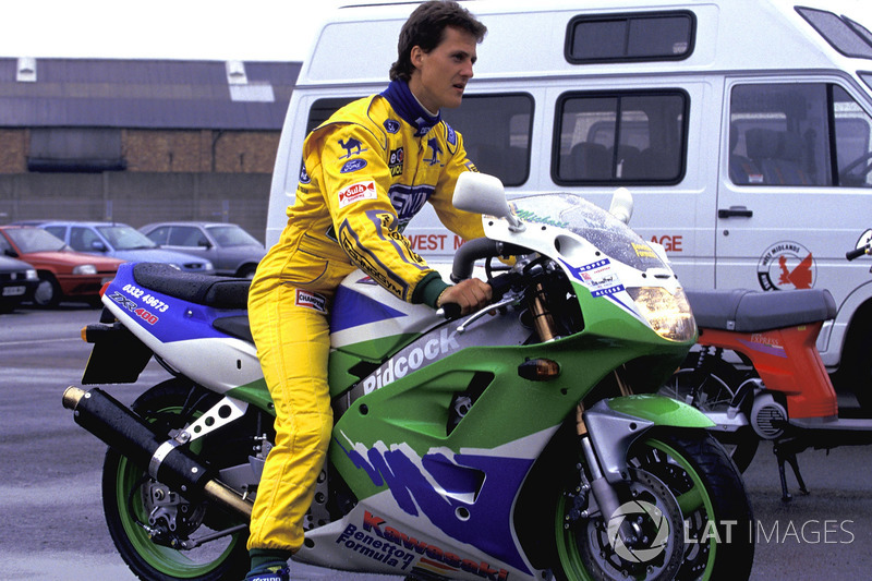 Michael Schumacher, Benetton, Kawasaki ZXR400 motosikleti ile