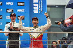 Podium: Esteban Guerrieri, Campos Racing, Chevrolet RML Cruze TC1