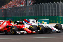 Sebastian Vettel, Ferrari SF70H, Felipe Massa, Williams FW40, battle for position