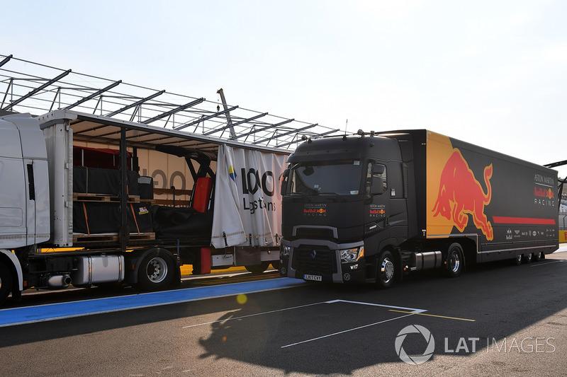 Red Bull Racing camión y carga