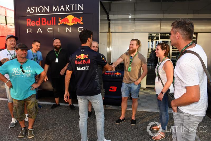 Daniel Ricciardo, Red Bull Racing bersama staf JMD Design