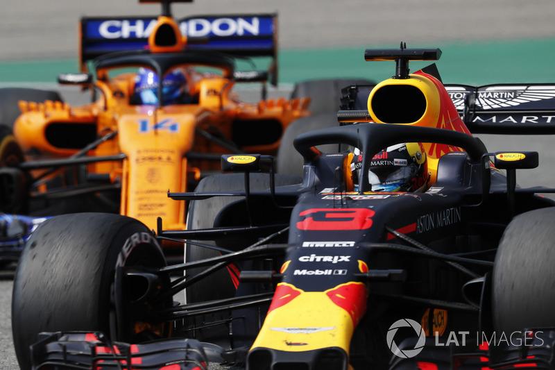 Daniel Ricciardo, Red Bull Racing RB14, Fernando Alonso, McLaren MCL33