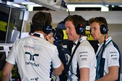 Rob Smedley, chef de la performance du véhicule de Williams et Sergey Sirotkin, Williams