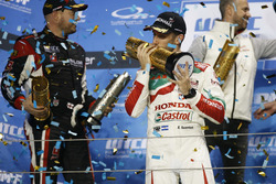 Podium : le vainqueur Esteban Guerrieri, Honda Racing Team JAS, Honda Civic WTCC