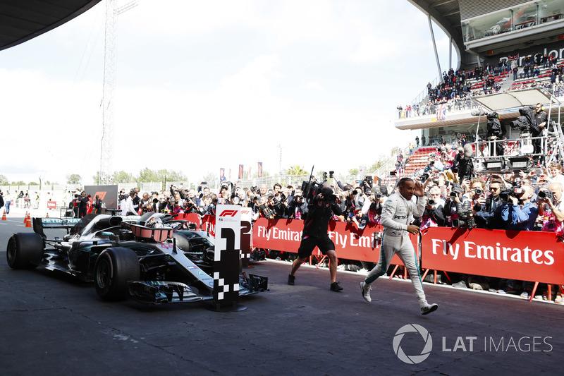 Lewis Hamilton, Mercedes AMG F1, merayakan di parc ferme