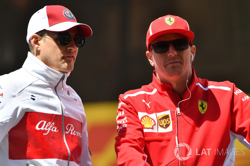 Marcus Ericsson, Sauber y Kimi Raikkonen, Ferrari en el desfile de pilotos