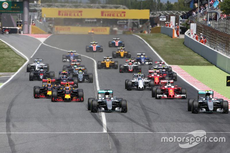 Start zum Rennen, Nico Rosberg, Mercedes AMG F1 Team und Lewis Hamilton, Mercedes AMG F1 Team