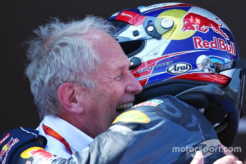 Winnaar Max Verstappen, Red Bull Racing viert met Dr Helmut Marko, Red Bull Motorsport Consultant in