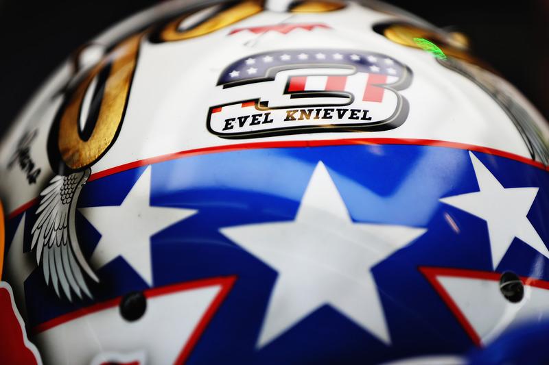 Detalle de Evel Knievel en el casco de Daniel Ricciardo, Red Bull Racing
