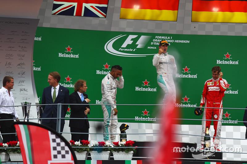 Podium: Ganador, Nico Rosberg, Mercedes AMG F1 W07 Hybrid