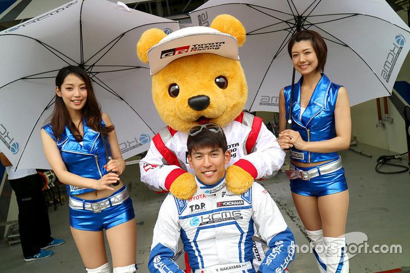 Yuichi Nakayama, KCMG with lovely grid girls