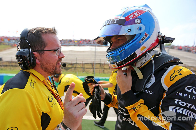 Julien Simon-Chautemps, Renault Sport F1 Team; Jolyon Palmer, Renault Sport F1 Team