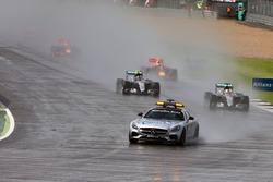 Льюис Хэмилтон, Mercedes AMG F1 W07 Hybrid, за автомобилем безопасности