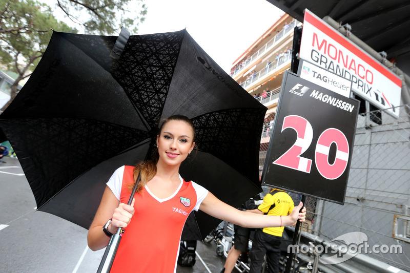 Gridgirl für Kevin Magnussen, Renault Sport F1 Team