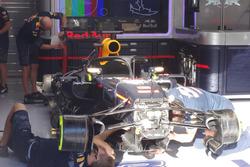 Red Bull RB12 von Daniel Ricciardo mit dem Cockpitschutz Halo