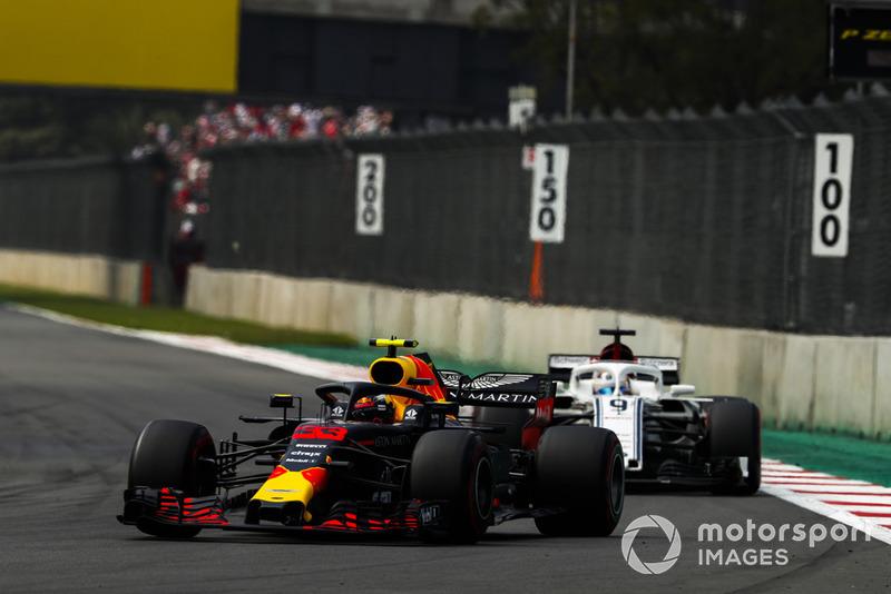 Max Verstappen, Red Bull Racing RB14, Marcus Ericsson, Sauber C37