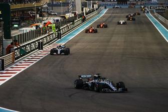 Lewis Hamilton, Mercedes AMG F1 W09 EQ Power+, leads Valtteri Bottas, Mercedes AMG F1 W09 EQ Power+, Sebastian Vettel, Ferrari SF71H, and Kimi Raikkonen, Ferrari SF71H