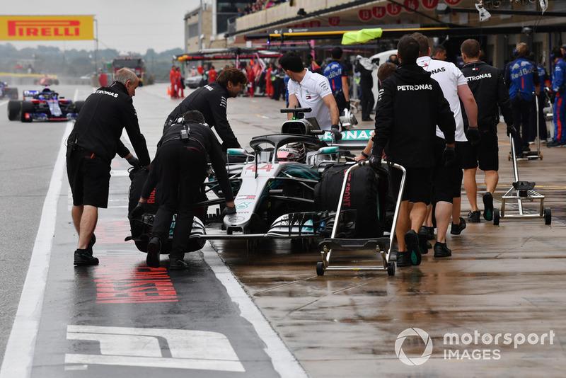 A Hamilton se le pide que vaya más tranquilo al entrar en el pitlane