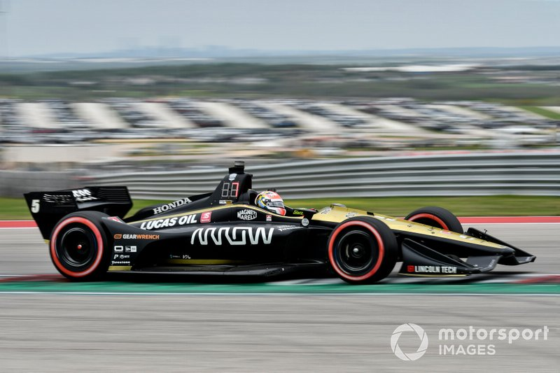James Hinchcliffe's Arrow Schmidt Peterson Motorsports-Honda on the red-sidewalled alternate compound Firestones.