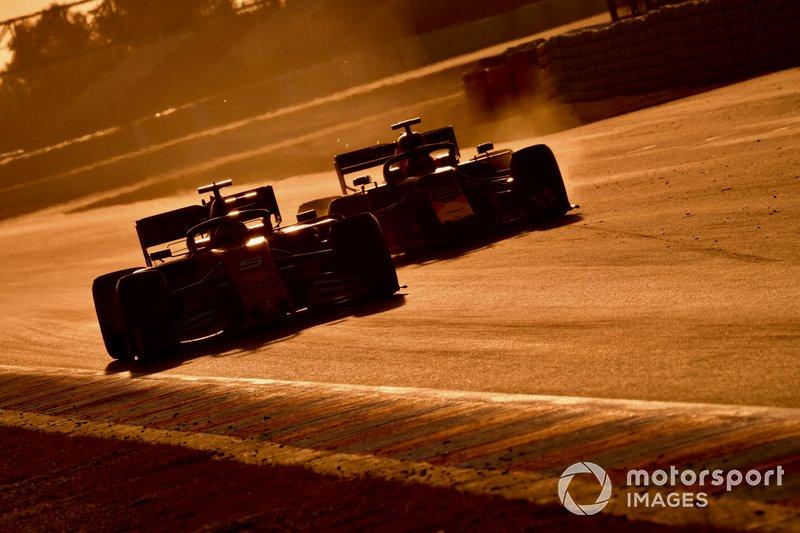 Sebastian Vettel, Ferrari SF90, precede Max Verstappen, Red Bull Racing RB15