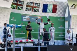Podio: segundo lugar  Jack Aitken, ART Grand Prix, ganador de la carrera George Russell, ART Grand Prix, y tercer lugar Anthoine Hubert, ART Grand Prix