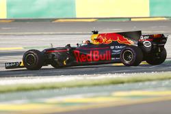 Daniel Ricciardo, Red Bull Racing RB13, detenido en pista