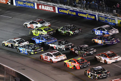 Clint Bowyer, Stewart-Haas Racing Ford, Matt Kenseth, Joe Gibbs Racing Toyota