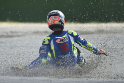 Sturz: Alex Rins, Team Suzuki MotoGP crash