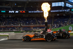 Tom Kristensen, beats David Coulthard, driving the VUHL 05