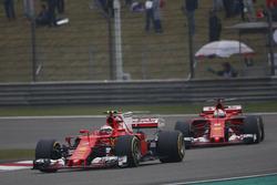 Кими Райкконен, Ferrari SF70H, и Себастьян Феттель, Ferrari SF70H