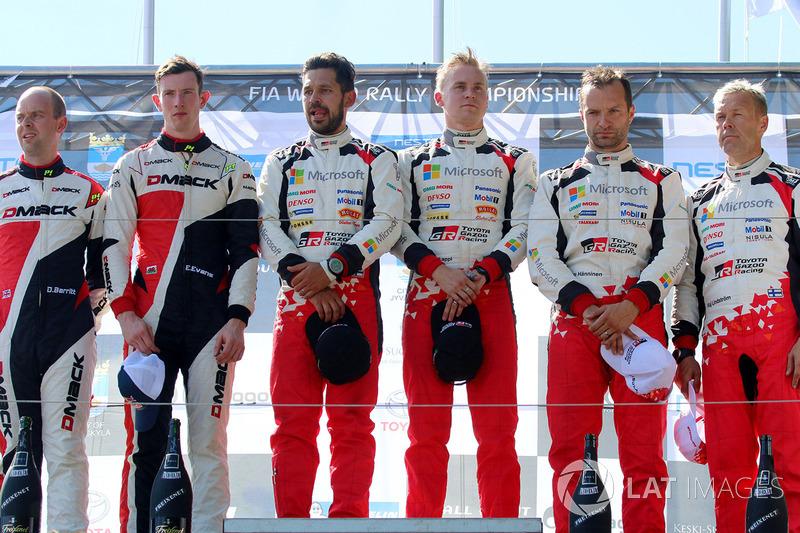 Podio: ganadores Esapekka Lappi, Janne Ferm, Toyota Racing, segundo lugar Elfyn Evans, Daniel Barritt, M-Sport, y tercero Juho Hänninen, Kaj Lindström, Toyota Racing