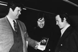 1971: Tim Parnell, Yardley-BRM-Teammanager, mit Howden Ganley und Peter Gethin