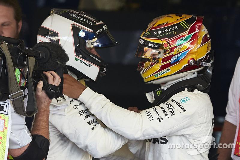 Lewis Hamilton, Mercedes AMG F1, congratulates Race winner Valtteri Bottas, Mercedes AMG F1