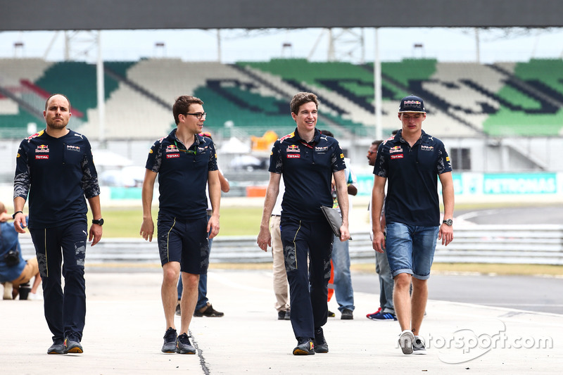 Max Verstappen, Red Bull Racing walks the circuit with the team