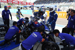 YAMAHA FACTORY RACING TEAMのピット作業