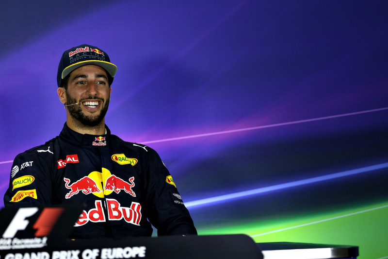 Daniel Ricciardo, Red Bull Racing, Grand Prix en Bakú City Circuit 2016 in Baku, Azerbaijan.  (Photo by Getty Images/Getty Images) // Getty Images / Red Bull Content Pool  // P-20160618-00830 // Usage for editorial use only // Please go to www.redbullcontentpool.com for further information. //