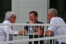 Bernie Ecclestone, con Christian Horner, jefe de equipo de carreras de Toro rojo y el Dr. Helmut Mar