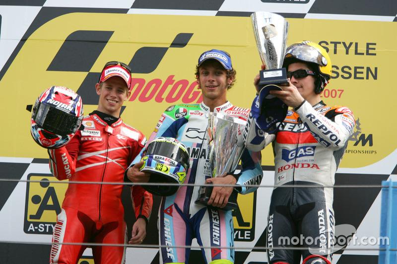 Podium: peringkat kedua Cases Stoner, Ducati;Pemenang Valentino Rossi, Yamaha; peringkat ketiga Nicky Hayden, Honda
