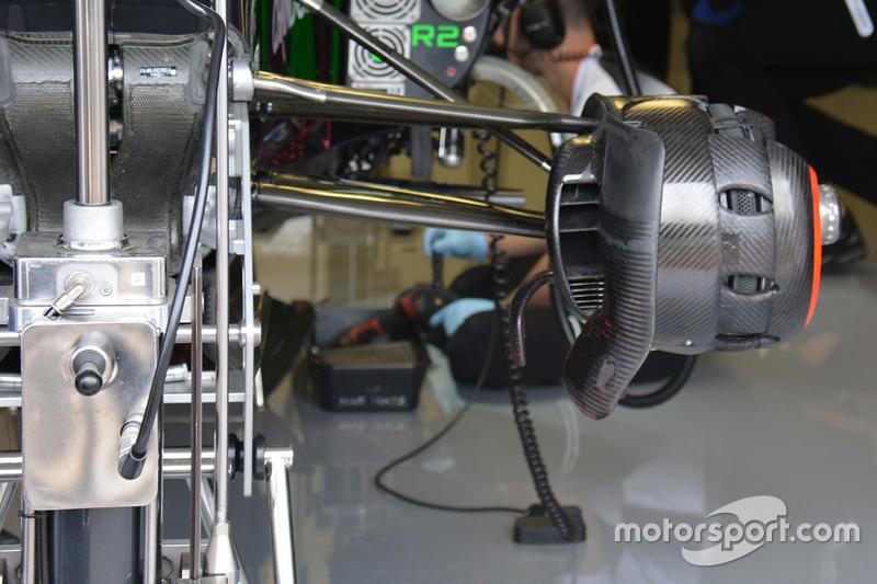 McLaren MP4-31, Bremskanal vorn