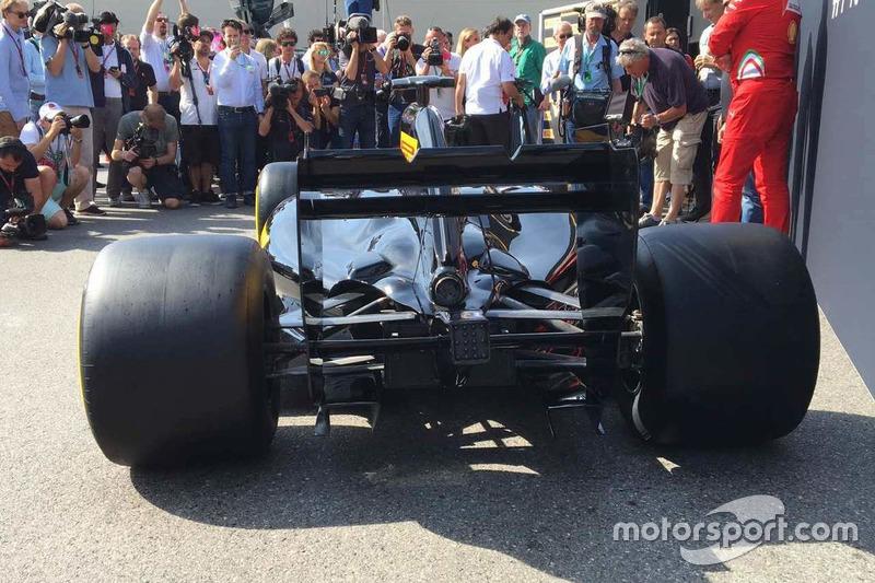 Pirelli F1 showcar, retro