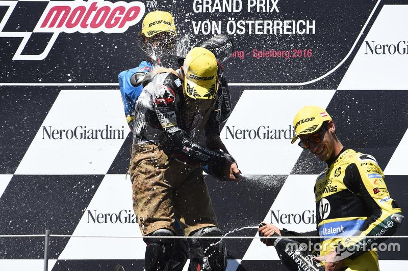 Podium: Johann Zarco, Ajo Motorsport, Kalex; Alex Rins, Paginas Amarillas HP 40, Kalex