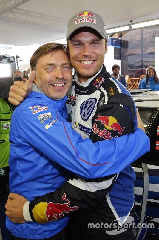 Andreas Mikkelsen, Volkswagen Polo WRC, Volkswagen Motorsport, avec Jost Capito, directeur de Volkswagen Motorsport