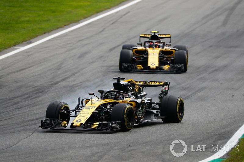 Nico Hulkenberg, Renault Sport F1 Team R.S. 18, Carlos Sainz Jr., Renault Sport F1 Team R.S. 18