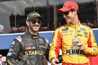 Joey Logano, Team Penske, Ford Fusion Shell Pennzoil and Daniel Suarez, Joe Gibbs Racing, Toyota Camry STANLEY